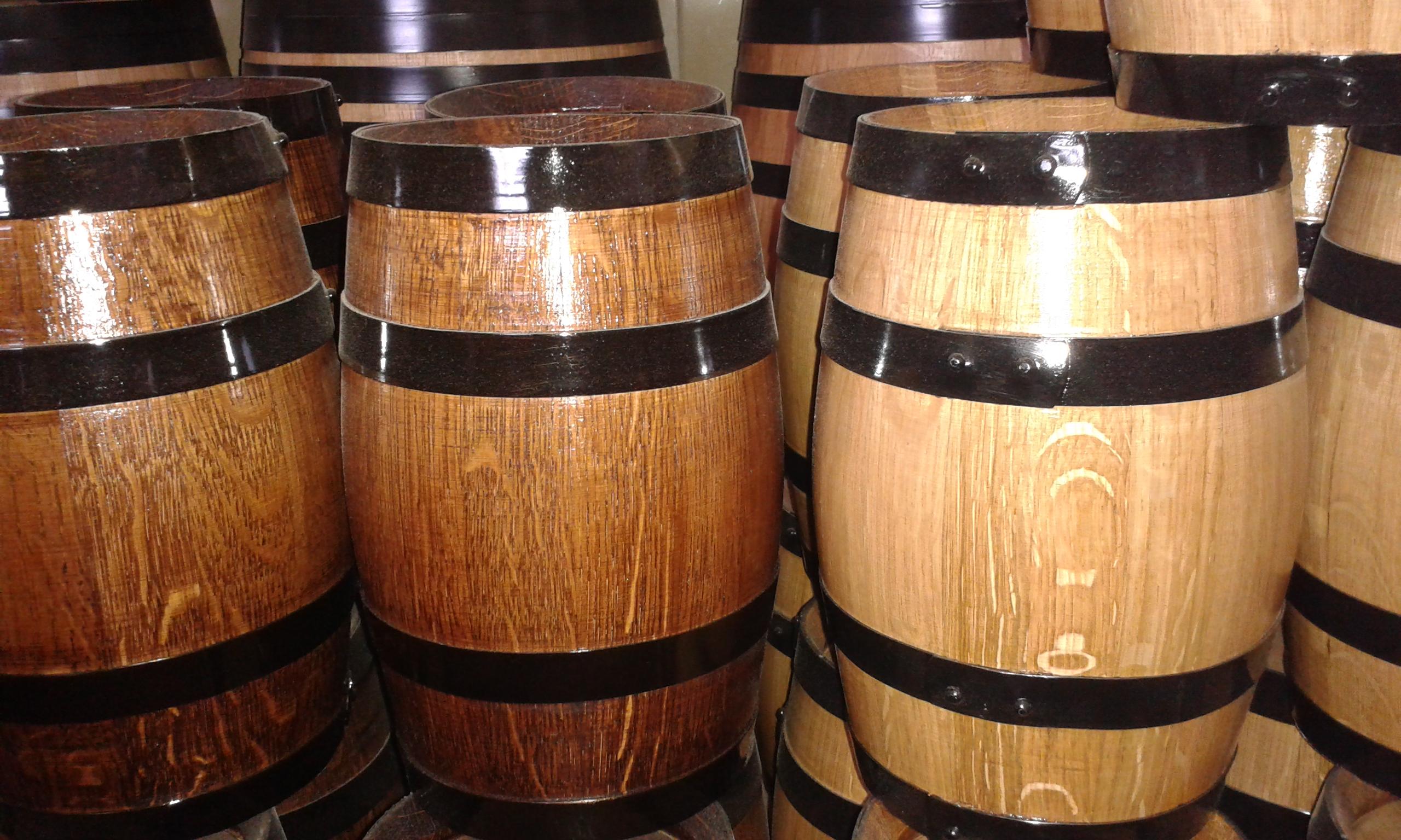 Tynnyriverstalta viinitynnyreitä