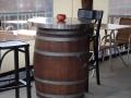 Tamminen baaripoyta kannella